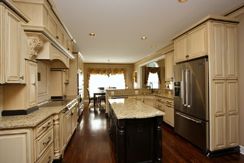 Cabinets With Glaze Glazed Kitchen Cabinets In Antique White Glazed